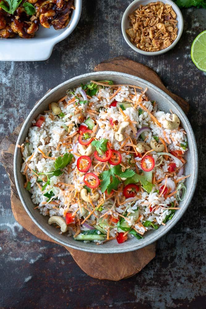 Oosterse rijstsalade maaltijdsalade