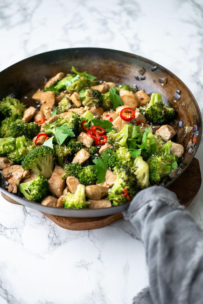 Oosterse roerbak kip met broccoli