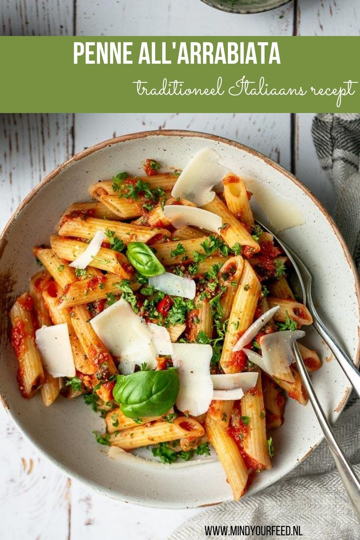 Penne all'arrabiata is een klassiek Italiaans gerecht waarbij de tomatensaus lekker pittig is door de rode peper. Maak het gerecht af met verse peterselie, basilicum en Parmezaanse kaas. #pasta #arrabiata