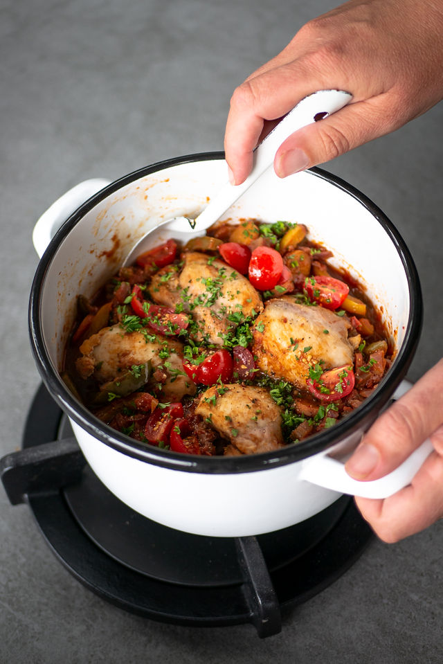 Kip Cacciatore Italiaanse stoofschotel stoofpotje met kip, Kip Cacciatore, Italiaanse kip stoofpot, stoofvlees kip, Italiaans stoofvlees, stoofpotje, stoofpotje kip paprika tomaat