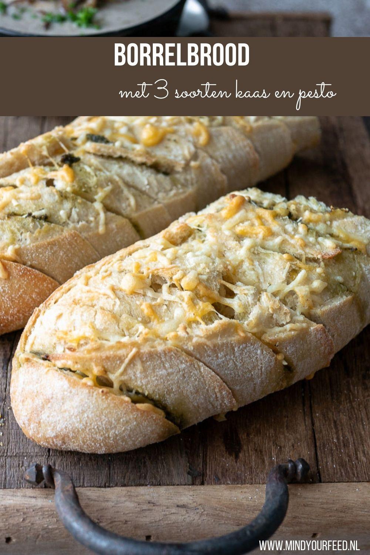 Lekker voor bij de borrel of naast een kom warme soep. Dit borrelbrood met kaas en groene pesto maak je heel makkerlijk zelf. 3 soorten kaas: oude kaas, Parmezaan en cheddar en groene pesto. #borrel #borrelhapje #brood