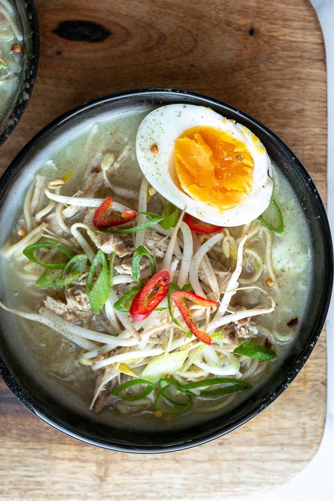 bamisoep, bamisoep met kip, bamisoep met ei, bamisoep recept, Indonesische soep, Indonesische recepten, de Bijbel van de Indonesische keuken, soto recept, bamisoep maken