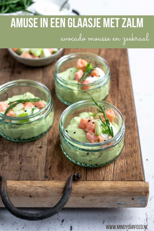 amuse in een glaasje met zalm en avocado mousse, Amuse recepten, kleine hapjes als voorgerecht met kerst. Amuse in een glaasje, amuse op een grote schaal, makkelijke kersthapjes, amuse hapjes, zalm amuse