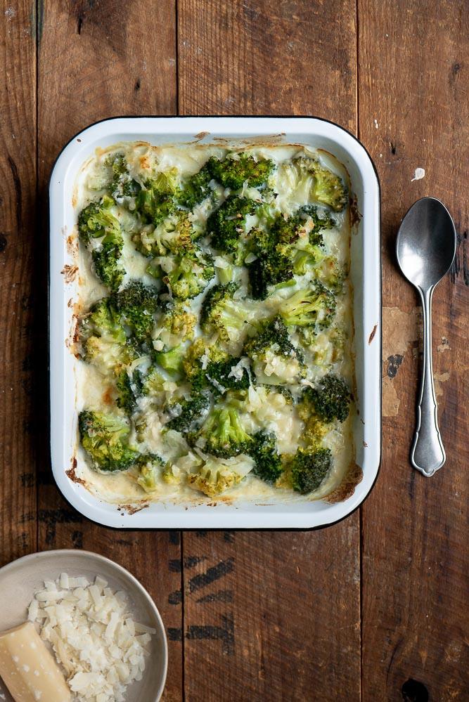 Broccoli gratin met Parmezaanse kaas, broccoli gratin recept, broccoli uit de oven, romige broccoli gratin