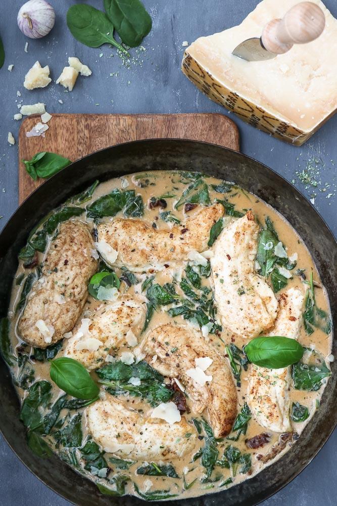 Kip in Italiaanse roomsaus, kip in roomsaus, kaassaus, pasta, kip recepten, hoofdgerecht, Italiaanse recepten