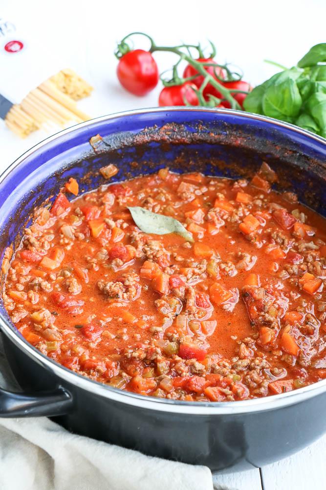 Bolognesesaus, bolognese saus, klassieke Italiaanse pastasaus, zelf pastasaus maken, traditioneel recept