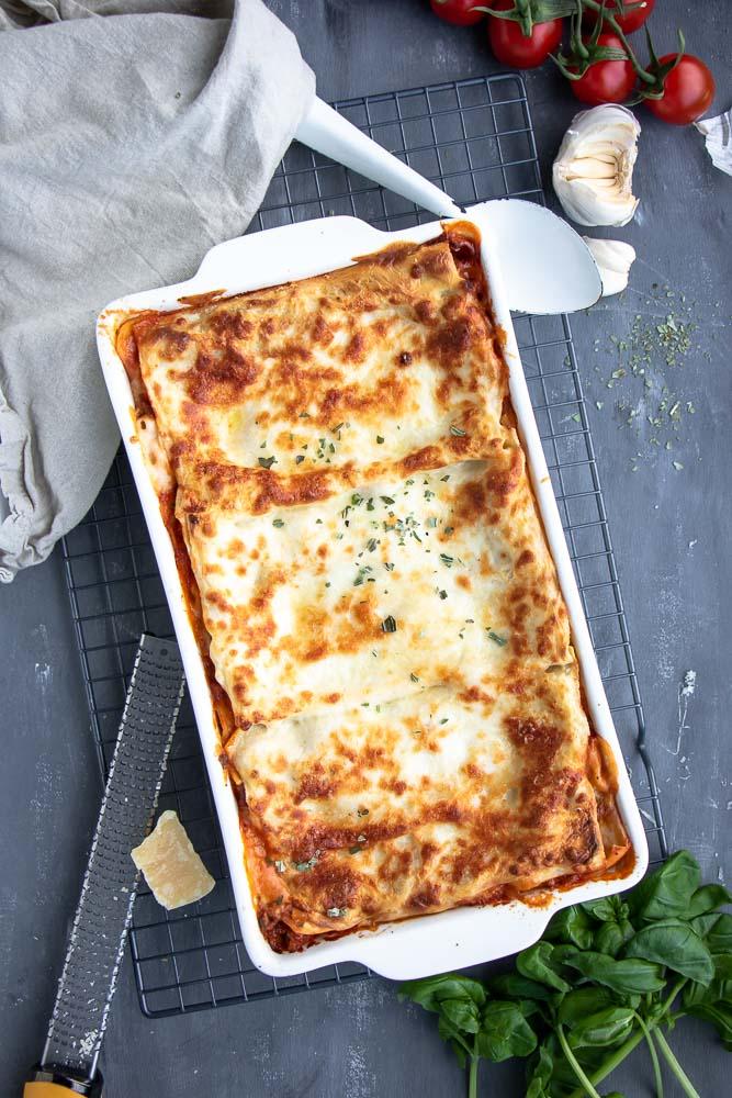 Lasagne Bolognese met bechamelsaus, traditionele Italiaanse lasagne met gehakt