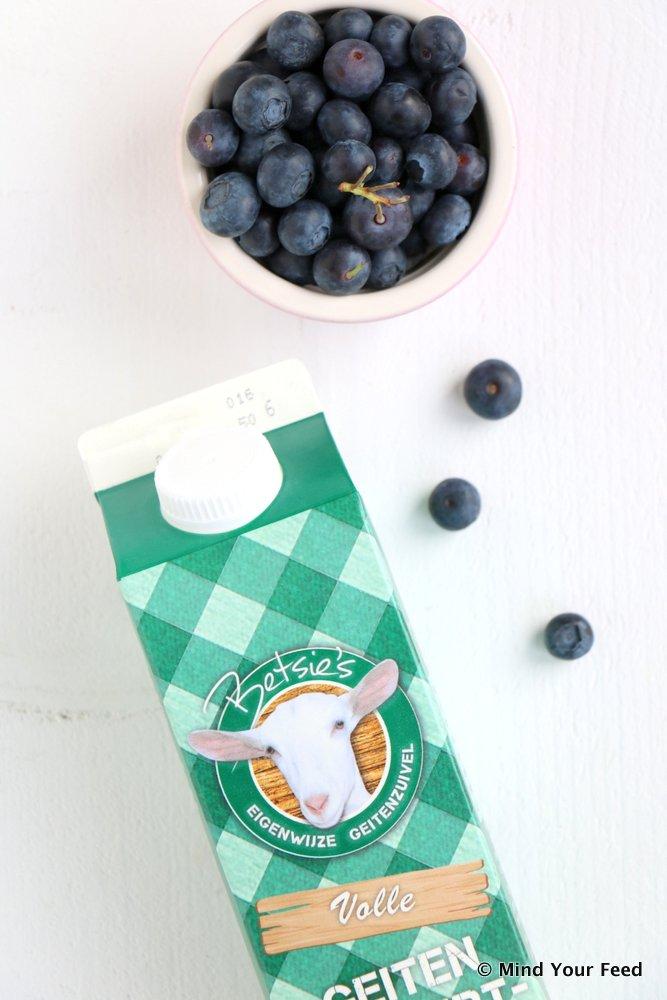 yoghurt cake met blauwe bessen