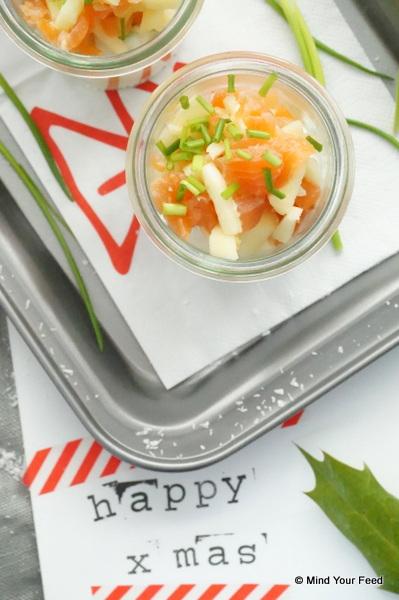 amuse in een glaasje met zalm en appel, Amuse recepten, kleine hapjes als voorgerecht met kerst. Amuse in een glaasje, amuse op een grote schaal, makkelijke kersthapjes, amuse hapjes