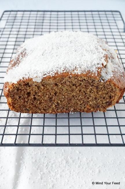 Sinaasappel cake met dadels en kokos topping
