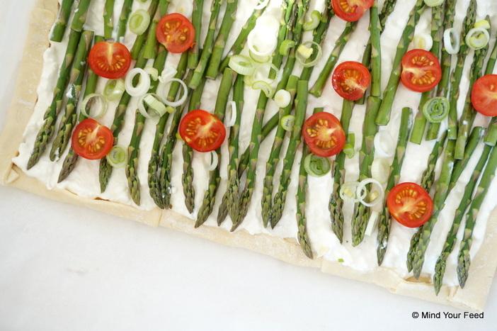 Plaattaart van spelt met ricotta en asperges