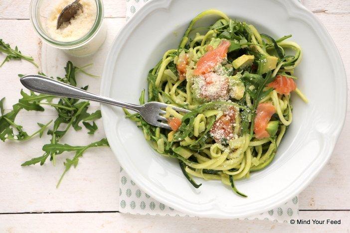 courgette spaghetti met avocado, courgette spaghetti met zalm, courgette spaghetti recept, courgette spaghetti maken, courgetti, courgette pasta met zalm