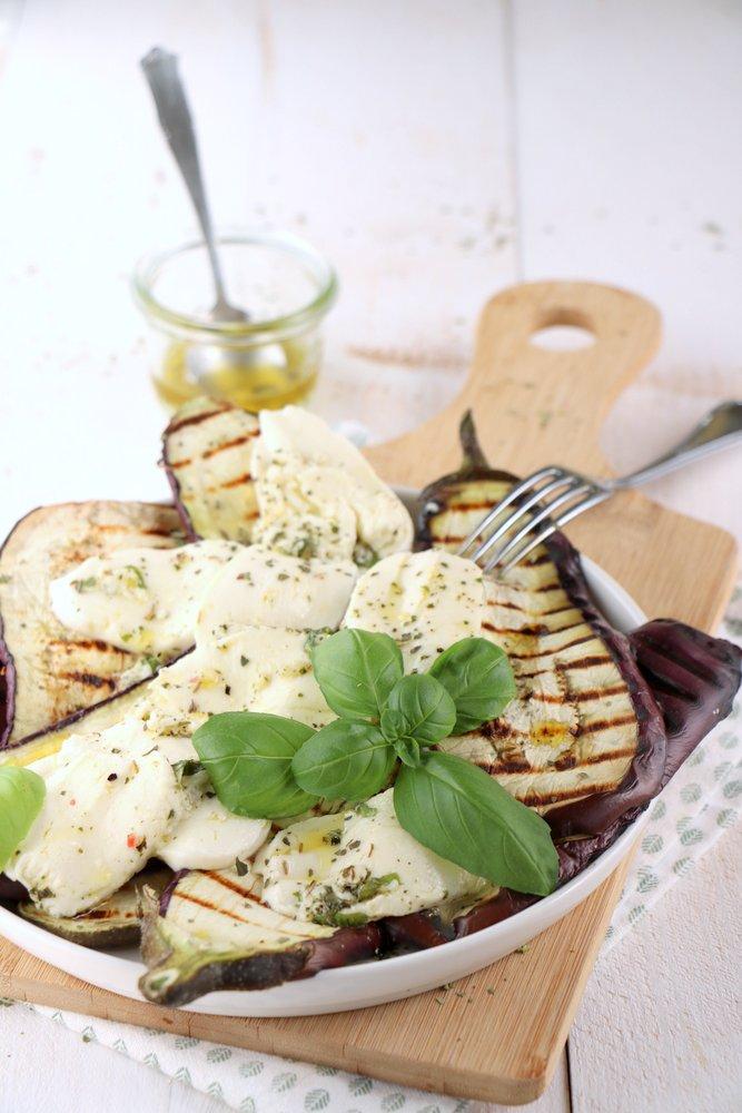 gegrilde aubergine met mozzarella