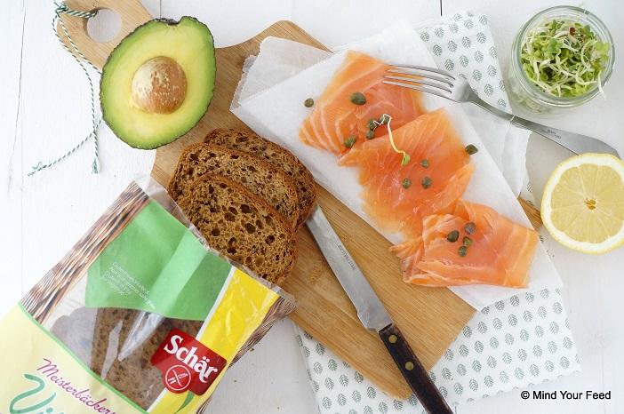 Sandwich met zalm en avocado